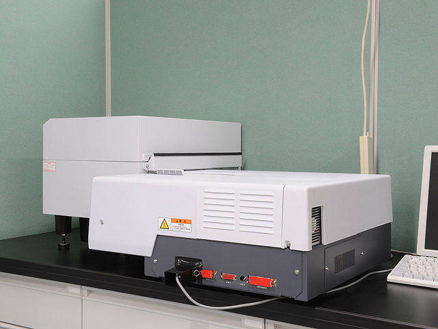 Spectrophotometer(right)